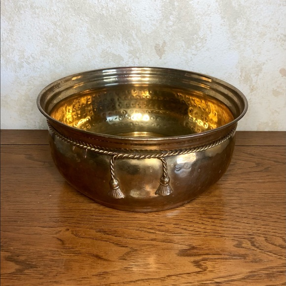 Round brass planter pot with rope accent